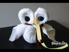 How to Make a Washcloth Owl - Fun Harry Potter Craft, DIY and Crafts, Looking for a fun Harry Potter Craft for a party or movie night? Learn How to Make a Washcloth Owl. So simple and so cute! Harry Potter Bookmark, Harry Potter Owl, Harry Potter Potions, Harry Potter Baby Shower, Theme Harry Potter, Harry Potter Birthday, Harry Potter Crafts Diy, Ravenclaw, Harry Potter House Colors