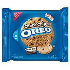 Middle of Oreo sandwich cookies almost reminds me of cookie dough. They are lightly sweet to my boyfriend. Oreo Sandwich Cookies are fantastic. Cookies Oreo, Cupcakes Oreo, Banana Chocolate Chip Cookies, Oreo Treats, Oreo Truffles, Weird Oreo Flavors, Cookie Flavors, Oreo Fluff, Crack Crackers