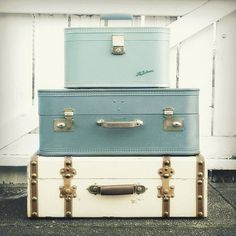 I really want some vintage suitcases like this in a corner, next to a beautiful lamp. Or I'd use them to make a dog bed...from simplyhue