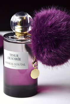 Annick Goutal's Tenue de Soirée. It reminds me of Burberry and it also has a subtle hint of the watermelon bubble gum that I use to chew in high school! It's powdery and sweet! Cheap Perfume, Perfume Ad, Perfume Scents, Perfume Bottles, Fragrance, Expensive Perfume, Long Lasting Perfume, Body Spray, Cosmetics