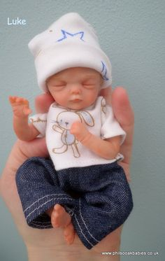 OOAK handsculpted polymer clay beautiful baby boy Luke by Phil Donnelly Tiny Dolls, Ooak Dolls, Dollhouse Dolls, Miniature Dolls, Beautiful Babies, Beautiful Dolls, Polymer Clay Dolls, Polymer Clay Sculptures, Life Like Baby Dolls