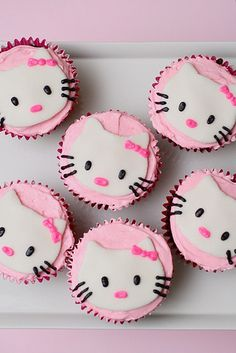 Massive thumbs up for these darling Hello Kitty cupcakes. So kawaii, so fun! #HelloKitty #kawaii #pink #party #girls #partyfood #birthday #adoreable #cute #baking #cooking #food #dessert v