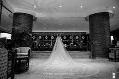 A noiva e o encanto do véu. Foto: Gaby Luz Fotografia
