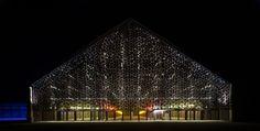 Grande Halle, Arles, vision de nuit (© Michel Denancé)