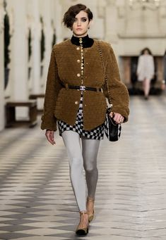 Legging Bleu, Leggings Gris, Leggings And Heels, Boutique Haute Couture, Style Couture, Haute Couture Fashion, Winter Trends, Rock Style, Fashion Week