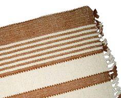 Jogo Americano confeccionado artesanalmente no tear com algodão cultivado pela própria comunidade. O algodão é orgânico e recebe tingimento natural.  O jogo contêm 02 lugares americanos.    Produtor: CoopNa...