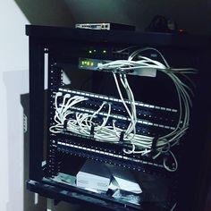 Сегодня боролся с ним очень долго но все таки я его покорил )))) сервер работает на ура ) скоро будет свой дата центр лантрикс )) #вебстудиякиев #server #linux #сервер #датацентр #созданиесайтов #лантрикс #lantrix by lantrix_web