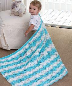Das Pfauenmuster ist perfekte Muster für eine weiche Babydecke. Das Muster sieht in allen Farben gut aus. Stricke sie in der Farbstellung, die dir gefällt.