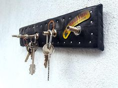 bike inner tube and valve key hanger, coffee shop decoration, rubber on wood key board, upcycled key rack, industrial key hanger Diy Kitchen Furniture, Electrical Layout, Home Structure, Key Rack, Property Design, Flooring Options, Diy Home Crafts, House Layouts, Floor Design