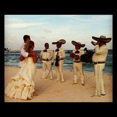 Cancún, México  Matrimonio con rancheras