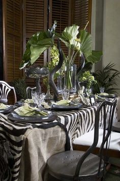 I like the look but I'd skip the horns and just use a zebra print table cloth. British Colonial Decor, African Theme, Beautiful Table Settings, Deco Table, Decoration Table, Tablescapes, Room Decor, Interior Design, Zebra Print