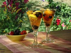 Get this all-star, easy-to-follow Arnold Palmer Sangria recipe from Bobby Flay