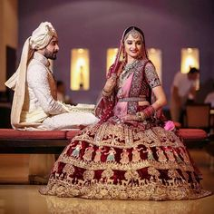 Pin by raksha bohra on women clothing in 2019 Indian Bridal Outfits, Indian Bridal Fashion, Indian Bridal Wear, Indian Dresses, Bridal Dresses, Wedding Outfits, Indian Wear, Wedding Gowns, Indian Wedding Lehenga