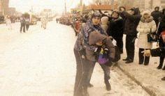 Sventola la bandiera arcobaleno al passaggio della fiaccola di Sochi: arrestato!   http://tuttacronaca.wordpress.com/2014/01/18/sventola-la-bandiera-arcobaleno-al-passaggio-della-fiaccola-di-sochi-arrestato/
