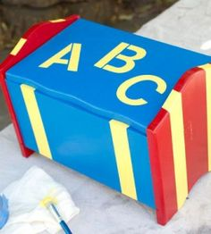 DIY Painted Toy Box: Fun addition to a child's room! countrywomanmagazine.com