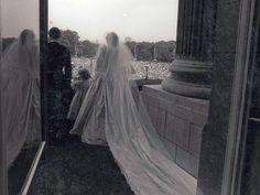 Prinzessin  Diana: Prinzessin Diana und Prinz Charles nach ihrer Trauung auf dem Balkon des Buckingham Palastes