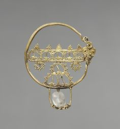 Earring with Openwork, early Byzantine period, 7th-9th Century. gold with a rock crystal bead