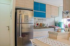 Com cores atuais e alegres o projeto de Raquel Duarte, alia a necessidade de aproveitamento dos espaços, funcionalidade e estética!! Foto: Robson Senne