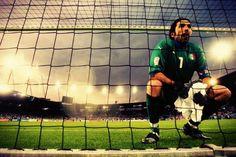 La Juve sfida la squadra del suo ex allenatore, Ancelotti, questa sera al Bernabeu   http://tuttacronaca.wordpress.com/2013/10/23/buffon-tra-i-pali-al-bernabeu-facci-sognare-ancora-gigi/