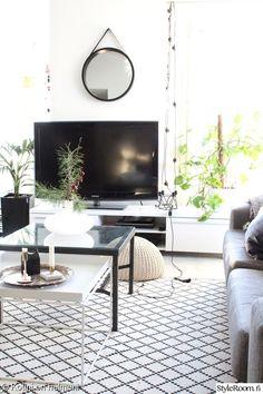 Rento, moderni ja skandinaavinen koti, jossa sisustetaan rakkaudella! Kirpputorilöytöjä sekä Designia sulassa sovussa. . . . . .