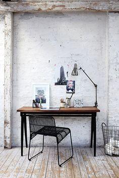 офисный столик в индастриал стиле