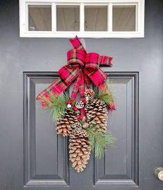 Dekoration Weihnachten - 20 Cute and Easy Christmas Decor Ideas - Pine cones Pine Cone Christmas Decorations, Christmas Pine Cones, Christmas Swags, Rustic Christmas, Christmas 2019, Simple Christmas, Winter Christmas, Christmas Ornaments, Christmas Island