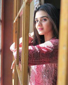 Pakistani Models, Pakistani Actress, Pakistani Dresses, Pakistani Dramas, Senior Girl Poses, Cute Girl Poses, Cute Girl Image, Hira Mani, Teen Photography Poses