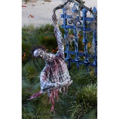 Scary Halloween Decorations   How To Make Your Own Halloween Decorations   Uber HowTo