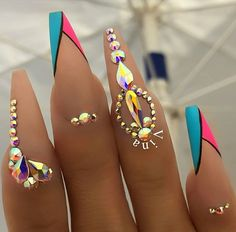 Nail art has become one of the best extras you could add … Snowflake Nail Design. Nail art has become one of the best extras you could add to your look. Glam Nails, Dope Nails, Bling Nails, Fun Nails, Fabulous Nails, Gorgeous Nails, Pretty Nails, Snowflake Nail Design, Snowflake Nails