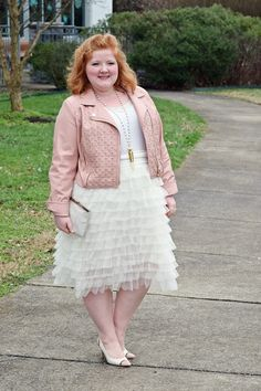 In today's post, I review Kiyonna's Tiered Delight Tulle Skirt (sizes 0-5X). This ivory and blush outfit is perfect for Valentine's Day!