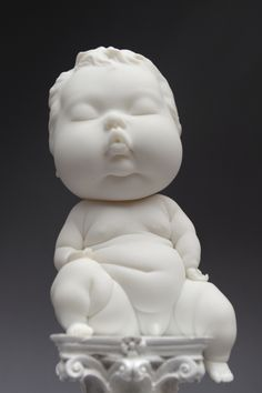 Johnson Tsang is a master of the ceramic art. He creates figures in different situations and showing different emotions. Some ceramic figures are with babies. Sculptures Céramiques, Art Sculpture, Modern Sculpture, Ceramic Figures, Ceramic Artists, Johnson Tsang, Pop Art, Weird Art, Fantasy Artwork