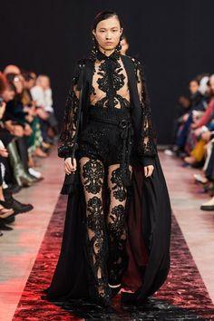Elie Saab Fall 2020 Ready-to-Wear Fashion Show - Vogue Elie Saab Couture, Couture Mode, Style Couture, Couture Fashion, Runway Fashion, Fashion Week Paris, Fall Fashion, 2020 Fashion Trends, Fashion Brands