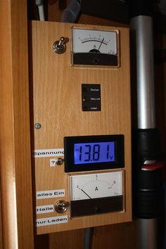 Info-Tafel im Kleiderschrank