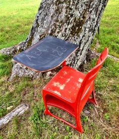 Farm Fresh Vintage Finds - Page 8 of 46 - Painting, Decorating and Repurposing School Desk Redo, Painted School Desks, Old School Desks, Old Desks, Types Of Furniture, Cool Furniture, Painted Furniture, Furniture Refinishing, Furniture Ideas