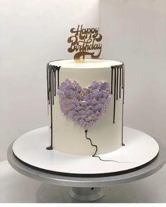 Cake Decorating Frosting, Creative Cake Decorating, Cake Decorating Designs, Birthday Cake Decorating, Cake Decorating Techniques, Cake Decorating Tutorials, Creative Cakes, Cookie Decorating, Beautiful Birthday Cakes