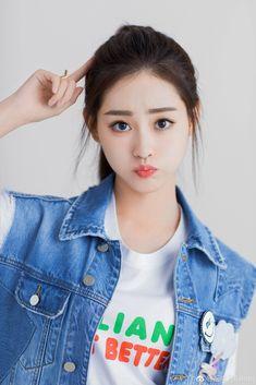 Beautiful Chinese Girl, Beautiful Girl Image, Beautiful Anime Girl, The Most Beautiful Girl, Ulzzang Korean Girl, Cute Korean Girl, Face Shape Hairstyles, Stylish Girls Photos, Cute Girl Photo