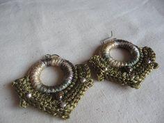 """Joyeria creativa, en crochet y tejidos, hecha con materiales no tradicionales.  Envios a todo Chile y el mundo, preguntar por Inbox.  Mira mi album de fotos """"Mis Joyas"""". Y dale me gusta a la página!    http://www.facebook.com/joyas.lindas.tejidas"""