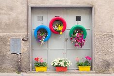 There are many options for flower planters and pots to use in your garden or yard. Browse through this article and learn some ways to display your flowers.