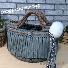 ズパゲッティ♡フリンジマルシェバッグ♡フロスティグレー(¥4,800)がフリマアプリ ラクマで販売中♪ #rakuma #ラクマ Crochet Clutch Bags, Bag Crochet, Crochet Handbags, Crochet Purses, Diy Crafts For Home Decor, Yarn Bag, T Shirt Yarn, String Art, Crochet Projects