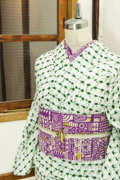 生成り色に、日の出絞りを思わせる独特の味わいのある本絞りで浮かび上がる緑の文様がしみじみと美しいレトロ浴衣です。 #kimono
