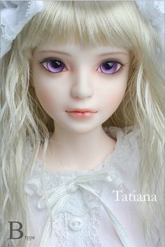 Amazing Japanese BJD doll (ball-jointed) Pretty little blonde with purple eyes