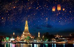 Que essa linda fotografia do Lantern Festival em Bangkok traga um pouco mais de luz para o dia de vocês. #calçathai #culturatailandesa #bangkok #balão #festival #tailândia #fotografia #luz