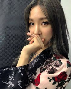 Girls' Generation's Tiffany is having a lot of fun with tattoos. Recently, a tattoo artist in the United States shared multiple phot… Girls Generation, Girls' Generation Tiffany, Yoona, Kim Hyoyeon, Sooyoung, Kpop Girl Groups, Korean Girl Groups, Kpop Girls, Snsd Tiffany
