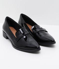 Sapato feminino  Marca: Satinato  Material: sintético     COLEÇÃO VERÃO 2017     Veja outras opções de    sapatos femininos.        Sobre a marca Satinato     A Satinato possui uma coleção de sapatos, bolsas e acessórios cheios de tendências de moda. 90% dos seus produtos são em couro. A principal característica dos Sapatos Santinato são o conforto, moda e qualidade! Com diferentes opções e estilos de sapatos, bolsas e acessórios. A Satinato também oferece para as mulheres tudo que há de…
