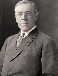 Thomas Woodrow Wilson. Van 1856 tot 1924. Het amerikaanse leger deed ook mee aan de wereld oorlog in 1917. De geallieerden konden door de steun en aanvulling van de amerikaanse troepen de Duitsers 'wegjagen'.