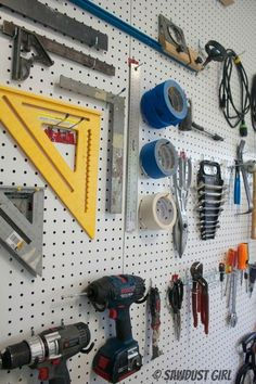 How to organize and garage organization hacks. Looking for DIY garage storage id. How to organize and garage organization hacks. Looking for DIY garage storage ideas? From garage st Garage Organization Systems, Garage Tool Storage, Pegboard Organization, Organizing Hacks, Organisation Hacks, Workshop Storage, Garage Tools, Garage Workshop, Diy Storage