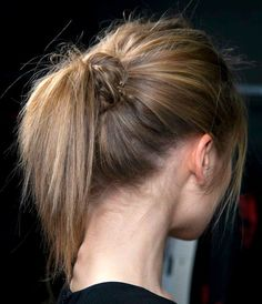 *bellaMUMMA {life is beauty-full}: weekend hair: THE KNOT PONYTAIL