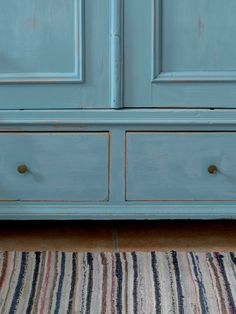 Underbart skåp i blå/turkost med dubbla dörrar SÅLT Decor, Home Decor, Furniture, Armoire