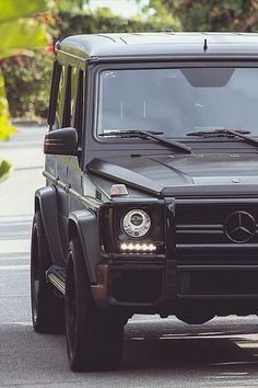 Kim kardashian 39 s mercedes benz g63 check out full list of for Mercedes benz kardashian