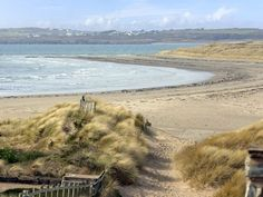 Apartment 2 - Ground floor Rhosneigr cottage apartment, just a moment's walk from the sandy beach in this popular Anglesey village. Welsh Recipes, Shells And Sand, Dream Beach Houses, Anglesey, North Wales, Shadows, Places Ive Been, Spiritual, Places To Visit
